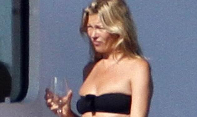 Το γυμνό στήθος της Kate Moss