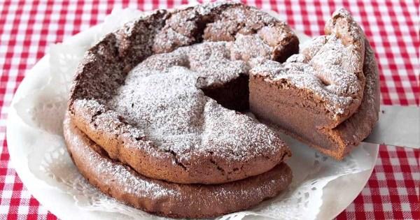 Το κέικ με μόνο 2 υλικά που θα σας τρελάνει