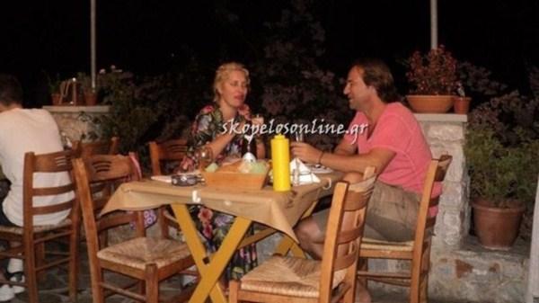 Αγνώριστη η Ελένη Μενεγάκη με τον αγαπημένο της στη Σκόπελο (φωτό)