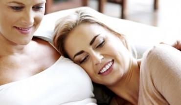 Αύξηση των αμφιφυλόφιλων γυναικών δείχνει νέα έρευνα