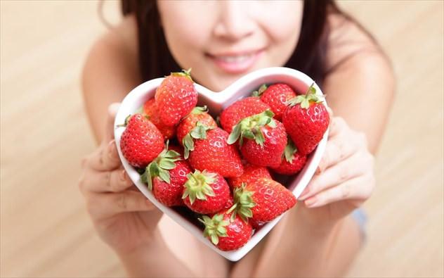 φράουλες 7 φρούτα που κάνουν καλό σε 7 παθήσεις