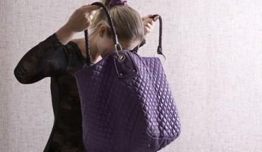 Οκτώ πράγματα που πρέπει κάθε γυναίκα να έχει στην τσάντα της.