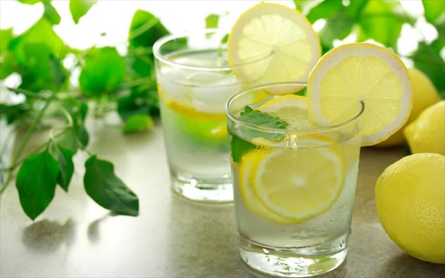 νερό λεμόνι 7 φρούτα που κάνουν καλό σε 7 παθήσεις