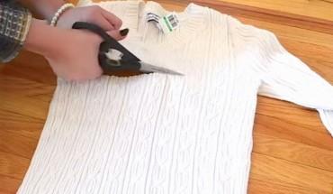 Μετατρέψτε ένα παλιό πουλόβερ σε έναν χαριτωμένο σκούφο.