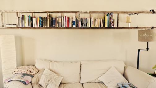 Μετατρέψτε την παλιά σας σκάλα σε μια πανέμορφη ραφιέρα.