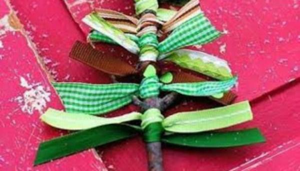 Στολίστε το δέντρο σας με DIY στολίδια από κορδέλες