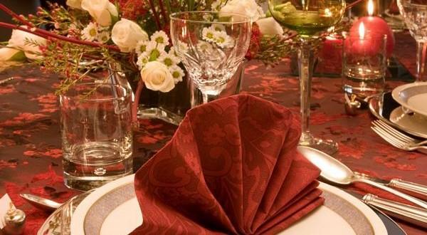 Διπλώστε τις πετσέτες και τις χαρτοπετσέτες με ξεχωριστό τρόπο και εντυπωσίασε τους καλεσμένους σου (video).