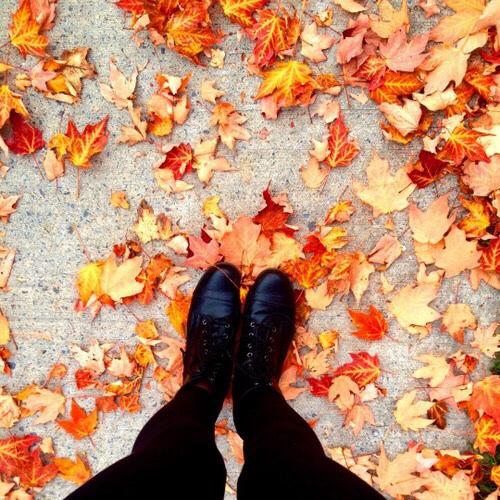 8 πράγματα που συμβαίνουν σε κάθε γυναίκα το φθινόπωρο.