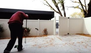 Πώς να καθαρίζεις εύκολα την αυλή