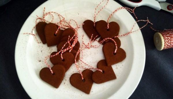 Φτιάξτε στο φούρνο τα δικά σας χριστουγεννιάτικα στολίδια