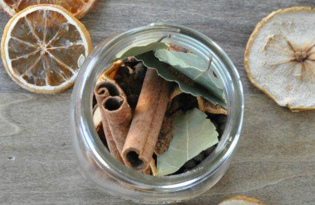 3 Φυσικοί τρόποι για να μυρίσει το σπίτι σας γιορτές