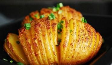 Πατάτες με βούτυρο και κασέρι