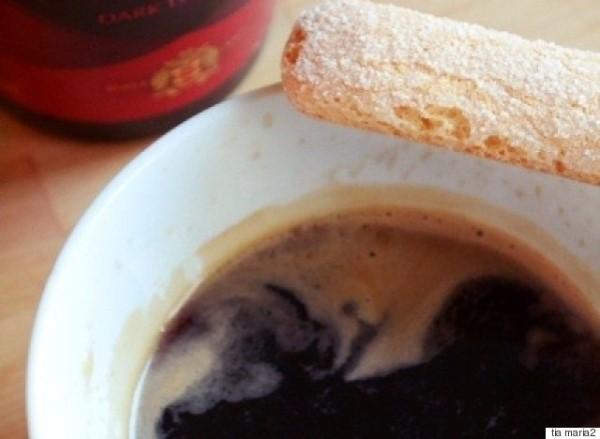 Τιραμισού με Ξινό Τυρί από την Ίο και Tia Maria
