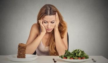 Πώς η κούραση μπορεί να γίνει αιτία περιττών κιλών