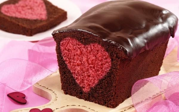 Κέικ με καρδιά στο κέντρο του