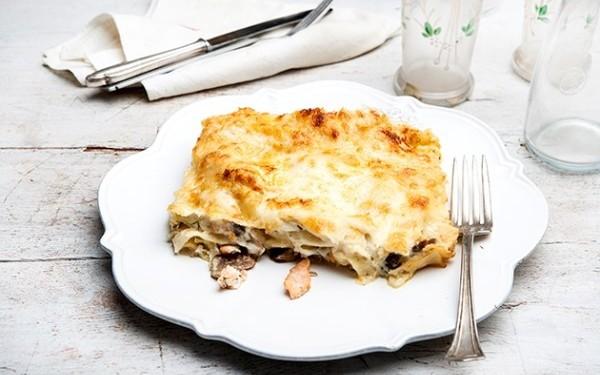 Λαζάνια με φρέσκο σολομό, λαχανικά και μανιτάρια αλά κρεμ της Αργυρώς
