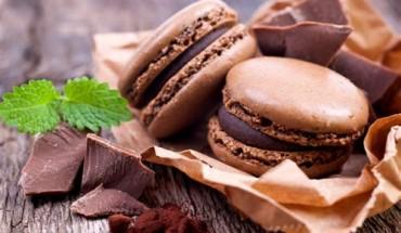 chocolate-macaron-650 (500 x 342)