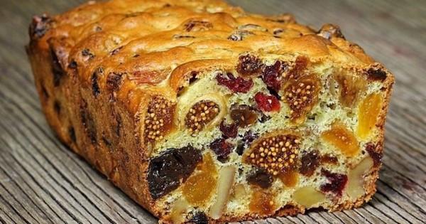 Κέικ με αποξηραμένα φρούτα