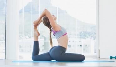 Αποκτήστε τους σέξυ γλουτούς της Μιράντα Κερ με 5' γιόγκα την ημέρα