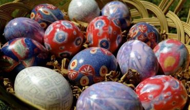 Βάψιμο αυγών με γραβάτες