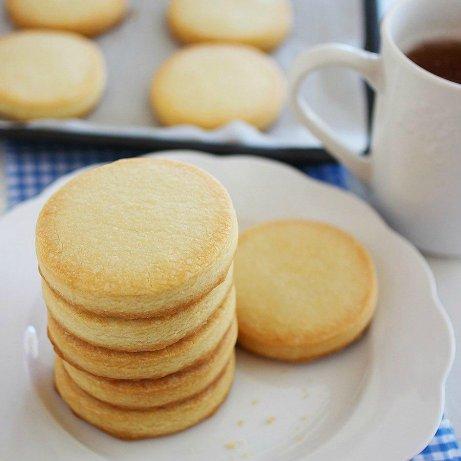 Πεντανόστιμα Cookies  μόνο με τρία υλικών
