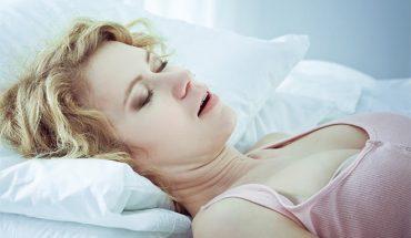 κοιμάστε με ανοιχτό στόμα