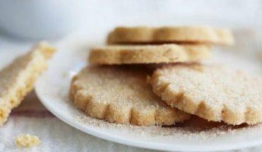 Μπισκότα βουτύρου πασπαλισμένα με ζάχαρη
