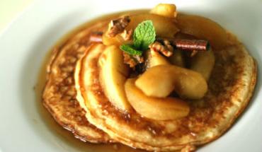 Τηγανίτες με μήλα και μέλι