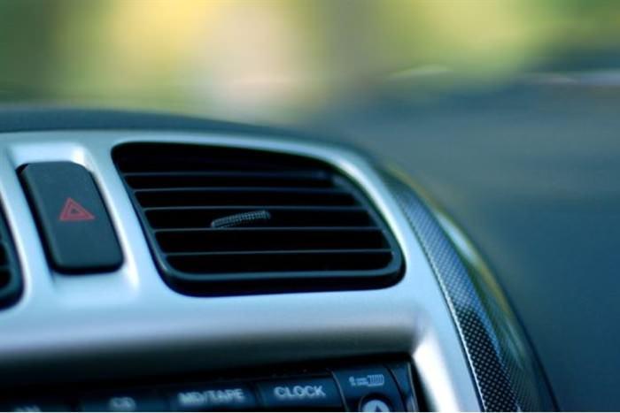ανοίγουμε τον κλιματισμό όταν βάζουμε μπροστά τη μηχανή στο αυτοκίνητο;