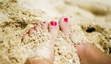άμμο που κολλάει στα πόδια!