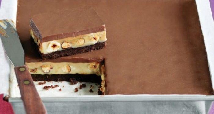 γλυκό ψυγείου με καραμέλα και σοκολάτα