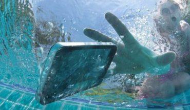 κινητό σου πέσει μέσα στο νερό