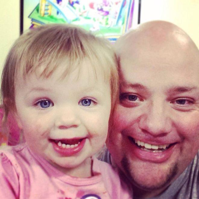 Πατέρας μαθαίνει πως να φτιάχνει τα Μαλλιά της Κόρης του 3