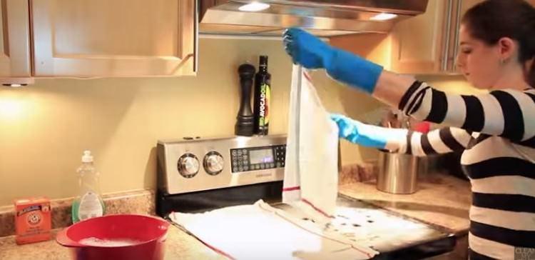 πανιά επάνω στην κουζίνα