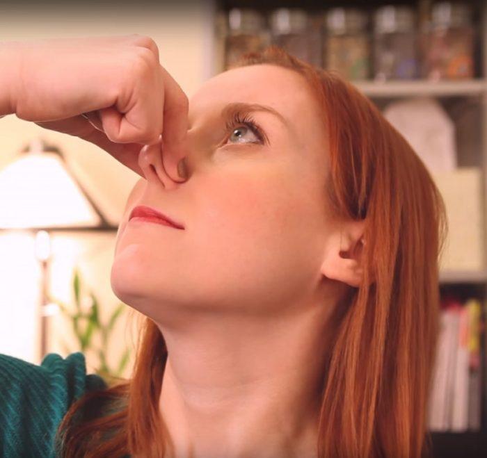 Ξεβούλωσε τη μύτη σου σε 2 μόλις λεπτά με αυτό το έξυπνο κόλπο! 5