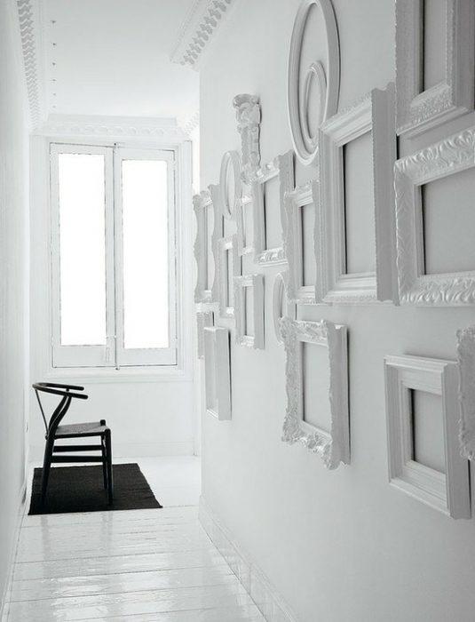 Διακοσμήστε τον τοίχο με κάδρα 4