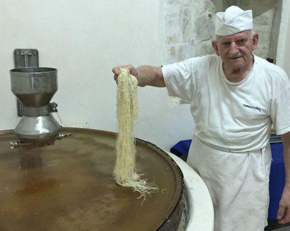 Ο 80χρονος άρχοντας του κανταϊφιού -Ο Κρητικός που είναι γνωστός σε όλο τον κόσμο! 2