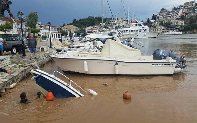 Σύβοτα, σαν να πέρασε τυφώνας -Ασύλληπτες εικόνες με βάρκες να έχουν βουλιάξει 3