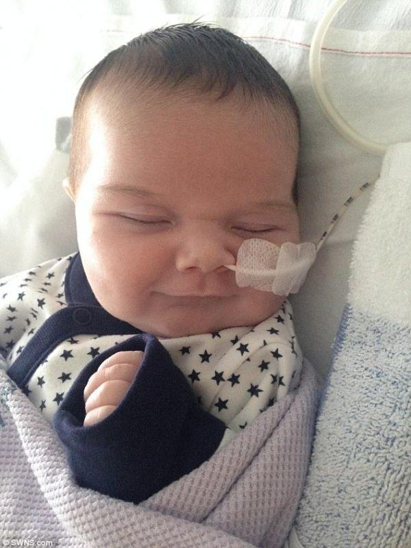 Γνωρίστε το Παιδί-Θαύμα που γεννήθηκε με μισή Καρδιά αλλά αποδείχτηκε πραγματικός Μαχητής!