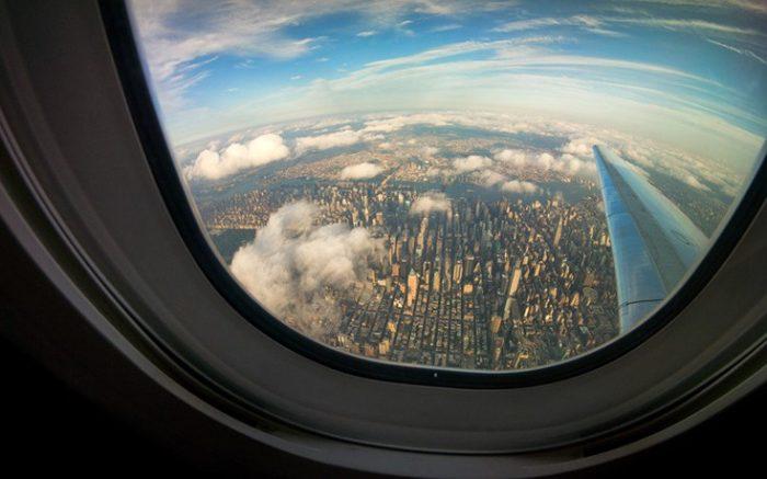Λύθηκε το μυστήριο: Για ποιο λόγο οι θέσεις του αεροπλάνου δεν είναι πάντα στην ίδια ευθεία με τα παράθυρα 2