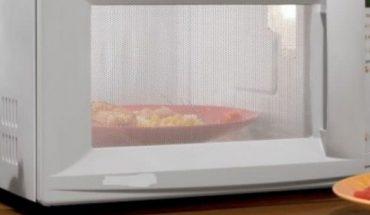 Δεν πάει ο νους σας πώς καθαρίζεται ο φούρνος μικροκυμάτων!