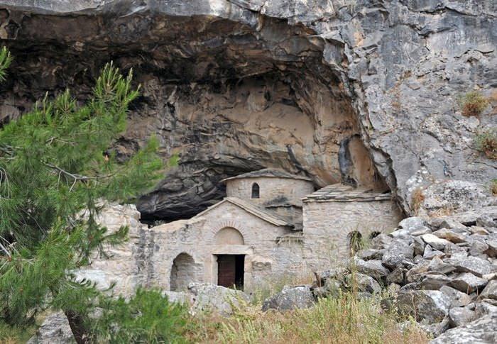 Σπήλαια στην Αττική; Και όμως υπάρχουν. Γνωρίστε τα 4 ωραιότερα! 11