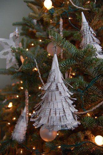 Φτιάξτε πανέμορφα Χριστουγεννιατικα στολίδια από περιοδικά και εφημερίδες!  11