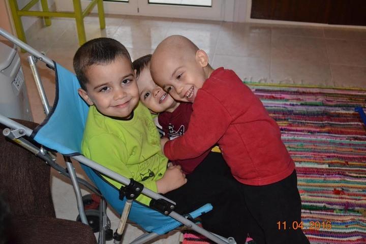 H ιστορία του μικρού Παντελή από τη Ρόδο, που νίκησε τον καρκίνο.  Διαβάστε όλο το άρθρο: http://www.tilestwra.com/h-istoria-tou-mikrou-panteli-apo-ti-rodo-pou-nikise-ton-karkino/