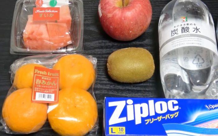 Παίρνει Φρούτα και τα βάζει σε μία σακούλα με Νερό. Μόλις μάθετε τον λόγο, θα το Κάνετε και Εσείς! 2
