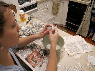 Φτιάξτε πανέμορφα Χριστουγεννιατικα στολίδια από περιοδικά και εφημερίδες!  8
