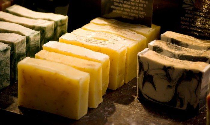 Μάθετε πώς να φτιάχνετε αγνό σπιτικό σαπούνι μόνοι σας. 4