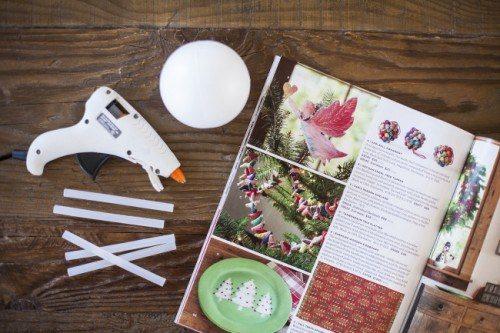 Φτιάξτε πανέμορφα Χριστουγεννιατικα στολίδια από περιοδικά και εφημερίδες!  2