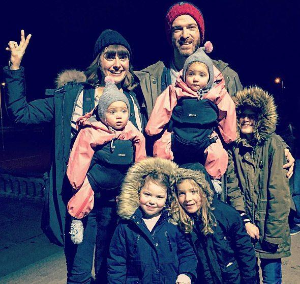 Μπαμπάς δείχνει πώς είναι η καθημερινότητα του με 4 κόρες 7