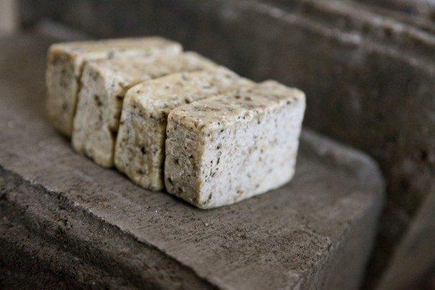Μάθετε πώς να φτιάχνετε αγνό σπιτικό σαπούνι μόνοι σας. 3